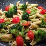 Pasta integrale con broccoli e pomodorini
