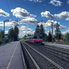 Oitti station between Riihimäki and Lahti. #oitti #hausjärvi #oitinasema #railway #railroad #jernbane #järnväg #raudtee #rautatie #rautatieasema #raudteejaam #railwaystation #train_nerds #traintracks #trainstation #trainspotting #trains_worldwide #_rsa_theyards #gara #gare #bahnhof #railways_of_our_world #railfans_of_instagram #railroadphotography by juhavnt