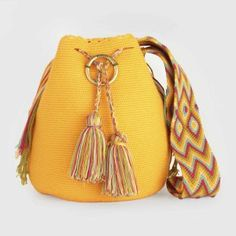 Texto: Yurena Álvarez Si eres amante de los diseños artesanales y únicos, te encantará la nueva colección de bolsos Susuu. Una firma española de reciente creación, que ha lanzado su primera colecc…