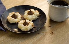 Try this KISSES Coconut Macaroon Blossoms recipe, made with HERSHEY'S products. Enjoyable baking recipes from HERSHEY'S Kitchens. Bake today.