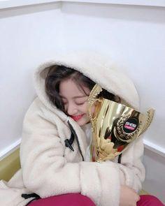 Twice-Jihyo 181123 update MBC Show Champion Nayeon, K Pop, Kpop Girl Groups, Korean Girl Groups, Kpop Girls, Mamamoo, Snsd, Park Ji Soo, Twice Korean