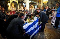 Κηδεία ήρωα Κατσίφα: «Αθάνατος» φώναζε το πλήθος (φωτο) | Pronews Dresses, Fashion, Vestidos, Moda, Fashion Styles, Dress, Fashion Illustrations, Gown, Outfits