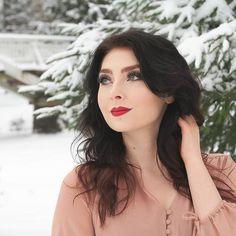 Winter photoshoot with @mmasisusi @certifeye Calypso lashes @avoninsider @avonfinland Avon True Color Lipstick (Red Creme)  @anastasiabeverlyhills @anastasianordics Modern Renaissance Palette  #avon #certifeye #makeup #love #look #wakeupandmakeup #hudabeauty #undiscovered_muas #universalhairandmakeup  #hairmakeupdiary #slayagebeauties #instagood #shoutoutmakeupbeauty #anastasiabeverlyhills #tasteformakeup #farah_cleopatra #mua #muasfeaturing #winter #beauty #thebeautybombb #mua_underdogs…