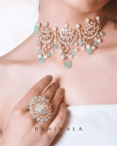 Jewels that embody the essence of bespoke ethno-contemporary designs. Flatcut polki (diamonds), Russian emeralds, pearls with the handcraft… Indian Bridal Jewelry Sets, Indian Jewelry Earrings, Jewelery, Antique Jewellery Designs, Fancy Jewellery, Jewelry Design, Style Indien, Pearl Necklace Designs, Bridesmaid Jewelry