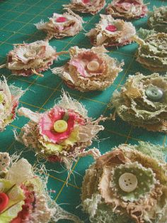 layered flowers with burlap and buttons, would make an good wreath