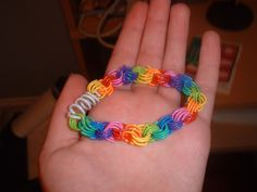 Paper clip bracelet. So cute! just need colored paper clips then im going to try this : )