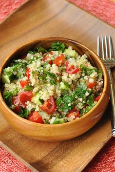 Healthy Grains: Quinoa Tabouli - Nutritious Eats EDIT: This is delicious. I will definitely be making it again. But buy minced garlic rather than attempting to grate a clove. Veggie Recipes, Lunch Recipes, Salad Recipes, Vegetarian Recipes, Cooking Recipes, Healthy Recipes, Korean Recipes, Healthy Meals, Delicious Recipes