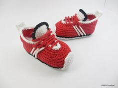 Crochet baby shoes, crochet baby booties, baby sneakers, red baby shoes, red sneakers, Crochet tennis shoes