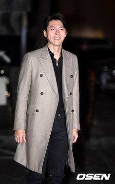 Hyun bin - Memories of the Alhambra wrap up party Handsome Actors, Handsome Boys, Netflix, Asian Celebrities, Celebs, Formal Suits, Hyun Bin, Lee Jong Suk, Korean Actors