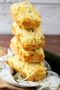 Zucchini Zoodles, Zucchini Cheese, Zucchini Bread Recipes, Zucchini Loaf, Zuchinni Bread, Zucchini Parmesan, Garlic Cheese, Zucchini Muffins, Garlic Recipes