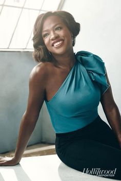 Viola Davis in the Hollywood Reporter. Love her confident look, makeup and hair!