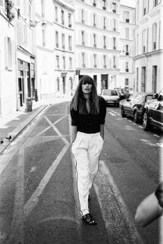 Caroline de Maigret does everything with style and ease. French Fashion, Love Fashion, Fashion Tips, Style Fashion, Fashion Outfits, Fashion Ideas, Street Chic, Street Style, Jeanne Damas