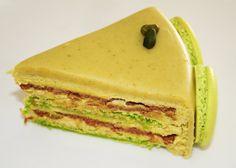 Le gâteau macaron/pistache. Recette sur le site. Voir le gâteau : http://1.bp.blogspot.com/-dqAxzCgqYAY/USzbbBW8dNI/AAAAAAAAWFc/aZ4w-kXr6Cc/s640/ga%CC%82teau+pisatche+062.jpg