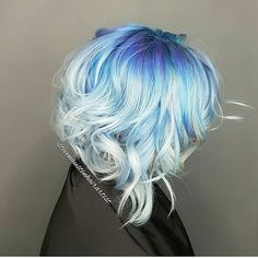 💙 We got the Monday Blues 💙 Beautiful color and hair design by @stevenaustinhairartist #hotonbeauty 💎 . . . . #bluehair #bluehaircolor #platinumhair #platinumblondehair #platinumblonde #springhair #springhairtrends #refinery29 #teenvogue #allure #buzzfeedfeed #buzzfeedtopknot #cosmogirl