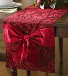 Image detail for -Burgundy Scroll Christmas Holiday Table Runner from Collections Etc. Christmas Runner, Christmas Table Settings, Christmas Tablescapes, Christmas Table Decorations, Holiday Tables, Decoration Table, Country Christmas, Christmas Home, Christmas Holidays
