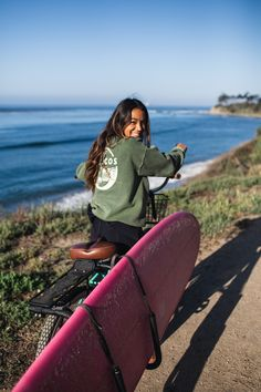 This video is part of an Adventure Aide original series called Faces of Adventure. Eryn Krouse is a surfer, model, content creator and influencer. Roxy Surf, Surf Mar, Surf Girls, Surf Table, Style Surf, Skate Style, Surfer Girl Style, Surfer Girl Outfits, Surfer Outfit