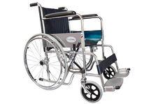 Silla de ruedas con acabado cromado, ademas de darle un toque elegante su acabado es más duradero.