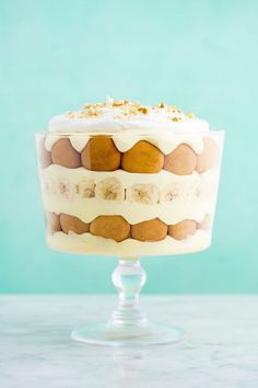 Easy Banana Pudding Recipe - How to Make the Best Homemade Banana Pudding bread cake healthy muffins pudding recipes chocolat plantain recette recette Banana Pudding Trifle, Homemade Banana Pudding, Banana Pudding Recipes, Xmas Pudding, Christmas Trifle, Christmas Desserts, Christmas Eve, Holiday Pies, Christmas Baking