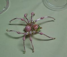 Beaded Spider Tutorial, by Shawkl. This is too cool. I have this fear and fascination thing with spiders.
