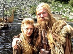 A father and daughter who lead the mountain clan The Moon Brothers in the Vale