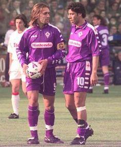 Due grandissimi Football Italy, Retro Football, Football Soccer, Rui Costa, Best Football Players, Football Wallpaper, Gabriel, Vintage Italian, Messi