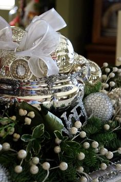 Silver as Centerpiece. (Happy To Design: And...It's a Wrap!!!0