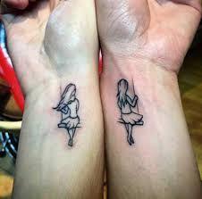 Resultado de imagen para tatuajes iguales para hermanas Más
