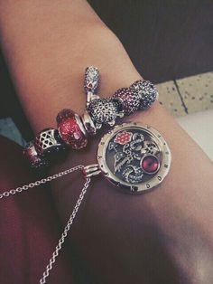 Pandora > Red > Disney > Mickey Mousse&Minnie kiss > Minnie skirt> Celebrate time BEAUTIFUL**