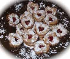 The best Czech christmas cookies in the world: Linz Tarts / Nejlepsi vanocni pecivo na svete: linecka kolecka - Czechmatediary Czech Christmas Recipe, Christmas Sweets, Christmas Baking, Christmas Cookies, Christmas Recipes, Slovak Recipes, Czech Recipes, Hungarian Recipes, Southern Cooking Recipes