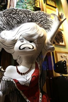 AL HIRSCHFELD SPECTACULAR! INSTALLATION at Henri Bendel, 5th Avenue, New York City. Al Hirschfeld Enters The 3rd Dimension: Sculpted Portrait of CAROL CHANNING.