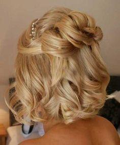 Kıvırcık Kısa Düğün Saçı Stili