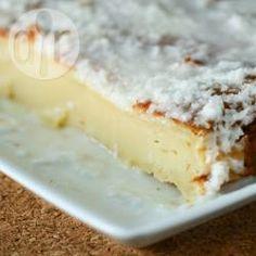 Bolo de coco pega marido @ allrecipes.com.br - Resolvi experimentar o famoso bolo pega marido com algumas pequenas modificações. Fica uma delícia, bem denso, parecendo um pudim. Vale a pena!