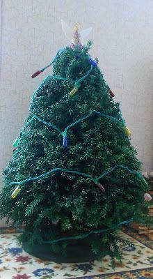 Natalia's Fine Needlework: Dollhouse Miniature Christmas Tree Tutorial