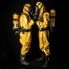 Fallout New Vegas Ncr, Gas Mask Girl, Hazmat Suit, Cool Anime Pictures, Anti Social, Armors, Game Character, Fasion, Safety