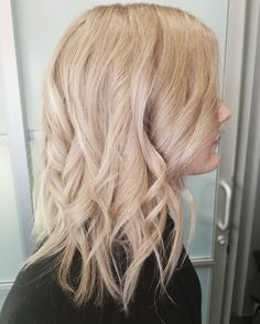 Champagne blonde lob