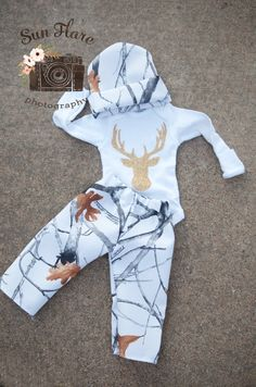 Baby boy coming home-Stag coming home outfit-Deer coming home outfit-Baby girl outfit-Baby shower gift-camo outfit-boy coming home outfit – Cute Adorable Baby Outfits Baby Girl Camo, Camo Baby Stuff, Baby Baby, Cowboy Baby, Camo Outfits, Baby Boy Outfits, Unisex Outfits, Coming Home Outfit, Baby Kids Clothes