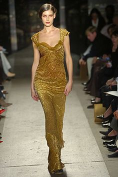 Donna Karan Fall 2004 Ready-to-Wear Collection Photos - Vogue Vintage Fashion 90s, Fashion Models, Fashion Show, Donna Karan, Ready To Wear, Runway, Vogue, Formal Dresses, How To Wear