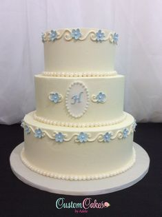 wedding cake with little blue blossoms