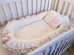 O ninho redutor de berço, foi desenvolvido pensando no aconchego do bebê deixando ele com a sensação de segurança como se estivesse no útero da mamãe, garante um sono tranquilo desde os primeiros dias de vida. Pode ser usado no berço, e se for dormir fora é indispensável, pois nele o bebê reconh... Baby Shawer, Baby Kids, Girl Room, Baby Room, Baby Staff, Foto Baby, Baby Crafts, Baby Sewing, Kids And Parenting