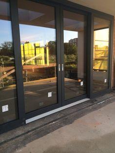 ✨ ✨ Schuifpui in villa Greb. Double Sliding Doors, Sliding Patio Doors, Folding Glass Patio Doors, Door Design, House Design, Garage Guest House, Slider Door, Casa Clean, House Doors