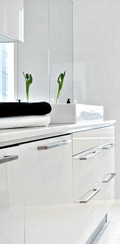 Via Nordic Days | White Bathroom www.nordicdays.nl