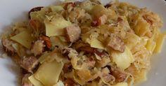 Łazanki z kapustą kiszoną to szybka, prosta i bardzo, bardzo smaczna propozycja na obiad. łazanki przepis, łazanki z kapustą kiszoną, łazanki z kapustą i kiełbasą, makaron z kapustą, makaron z kapustą kiszoną, makaron z kiełbasą, makaron na obiad, szybki obiad, tani obiad, tradycyjne łazanki, domowe łazanki,