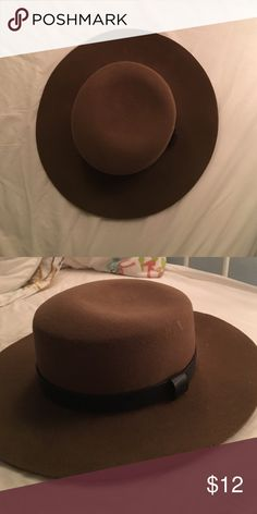 WIDE BRIMMED SUN HAT Felt-like material from a brand-new hat! Never worn, however the tags have been cut off  super adorable and great for fall ❤️ Forever 21 Accessories Hats