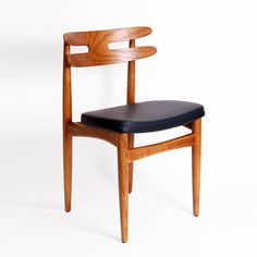 solid wood and black modern dining chair Cafe Furniture, Farmhouse Furniture, Dining Room Furniture, Modern Furniture, Furniture Design, Mid Century Dining Chairs, Mid Century Furniture, Mad Men, Corner Chair