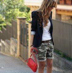 bella la classica giacca nera Outfit Con Pantaloncini Mimetici 2a4e970e9afb