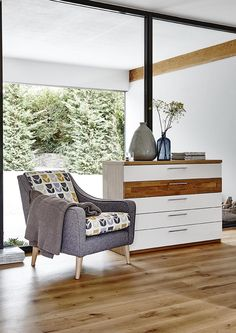 Inspired by Scandi style, our Myers chair features a grey fabric exterior and a bold retro floral seat.