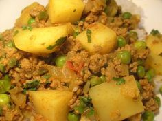 Keema (Potato and Mince Curry). We make this all the time. replace the ground beef with chicken or turkey.Aloo Keema (Potato and Mince Curry). We make this all the time. replace the ground beef with chicken or turkey. Mince Recipes, Curry Recipes, Vegetarian Recipes, Cooking Recipes, Healthy Recipes, Mince Meals, Minced Beef Recipes, Easy Cooking, Cooking Ideas