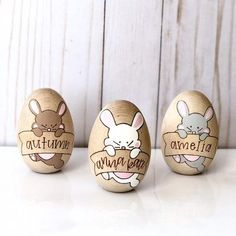 This year, prepare an Easter brunch that's as stylish as it is tasty. From Easter egg name cards to jelly bean vases, here are colorful Easter table decorations. Easter Table Decorations, Easter Decor, Diy Ostern, Easter Brunch, Egg Decorating, Easter Baskets, Easter Crafts, Craft Gifts, Crafts To Make