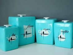 This fantastic celluloid nesting kitchen canister set consists of 4 turquoise plastic canisters in very good vintage/retro condition. These 4 Vintage Canisters, Vintage Kitchenware, Vintage Dishes, Style Vintage, Vintage Decor, Retro Vintage, Vintage Items, Design Vintage, Vintage Stuff