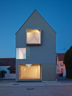Detached house with airy floor plan : Einfamilienhaus mit luftigem Grundriss House Metzingen; Arch House, House Roof, Residential Architecture, Interior Architecture, Gable House, Barndominium Floor Plans, Small Buildings, Detached House, Home Interior Design